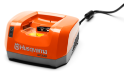HUSQVARNA Battery charger QC330